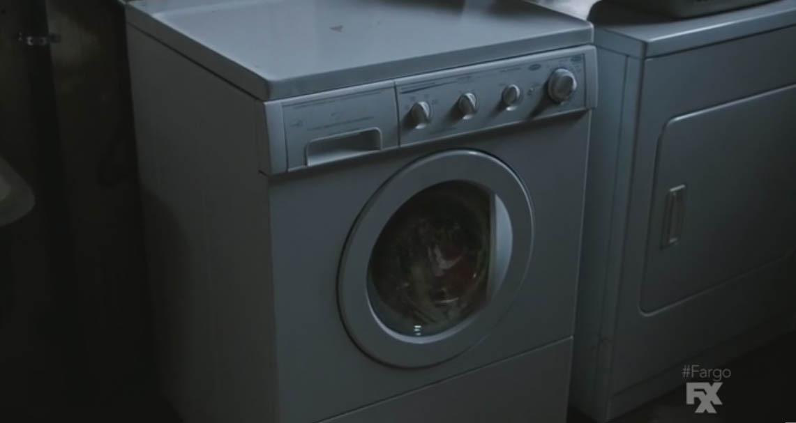 Lester reflejado (engullido) por la lavadora